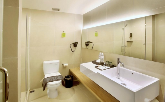 Bathroom di The Zuri Hotel and Convention Palembang
