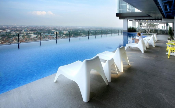 Swimming Pool di The Zuri Hotel and Convention Palembang