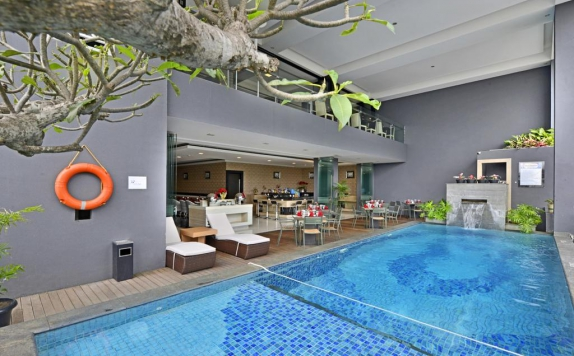 Swimming Pool di Travello Bandung
