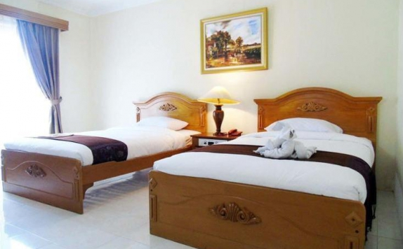 Guest room Twin Bed di Tretes Raya Hotel & Resort