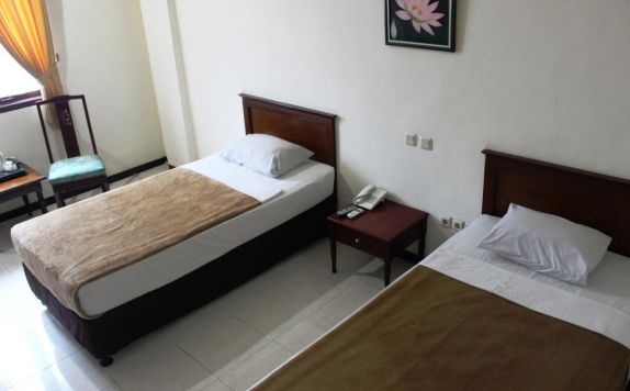 guest room twin bed di UB Hotel