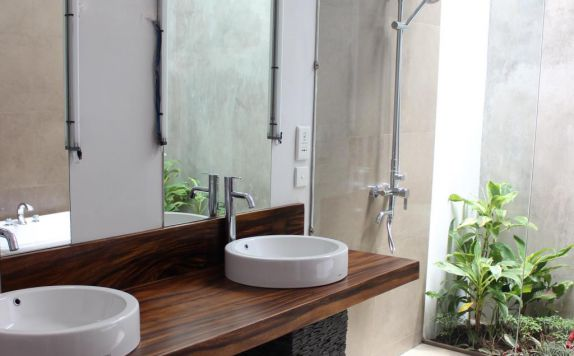 bathroom di Ubud Padi Villas