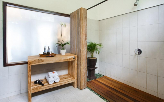 Bathroom di Ubud Raya Hotel