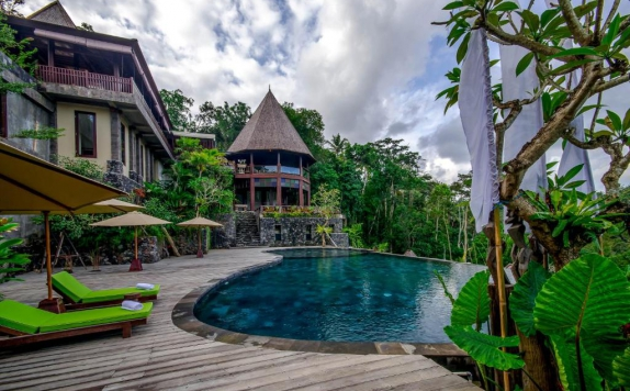 Outdoor Pool Hotel di Udhiana Resort Ubud