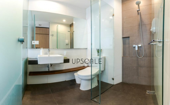 Bathroom di Upscale Suites