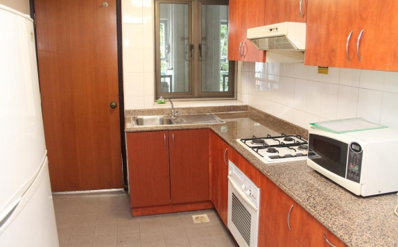 kitchen room di Verwood Surabaya Hotel