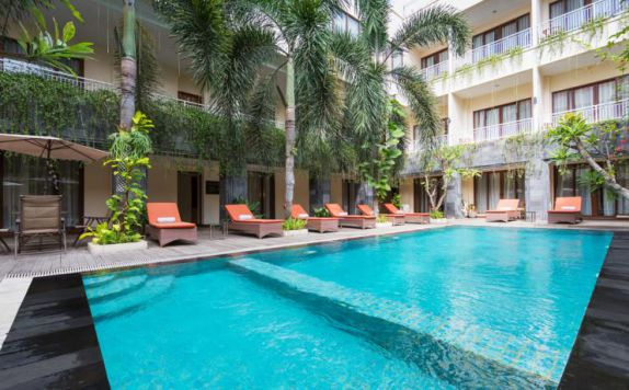 swimming pool di Vihan Suites