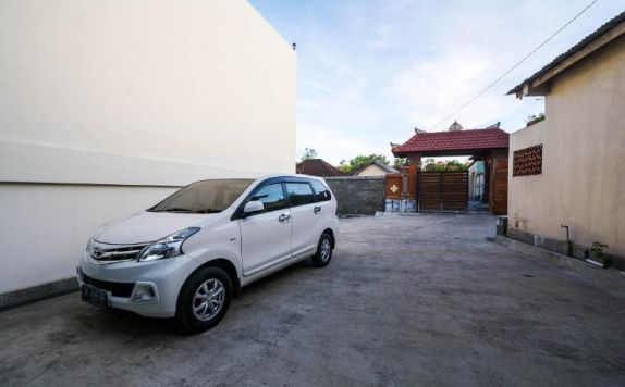 Parking Car di Villa Basana Jimbaran