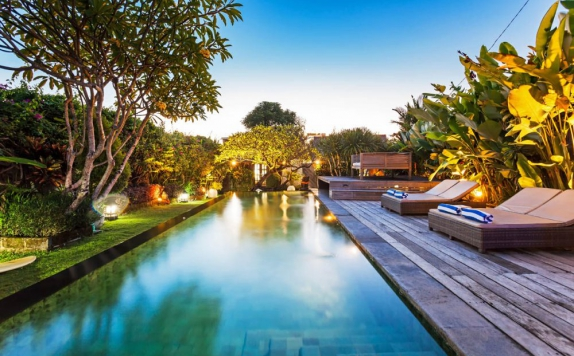 Swiming pool di Villa Biru Canggu