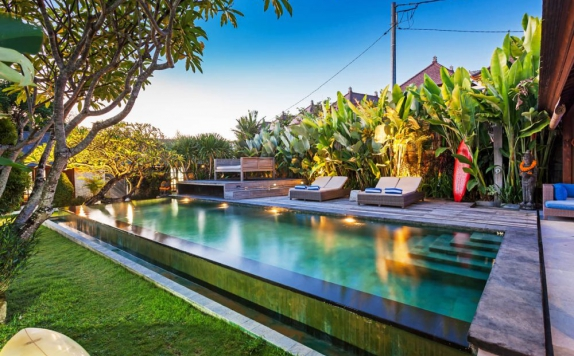 Swimming Pool di Villa Biru Canggu