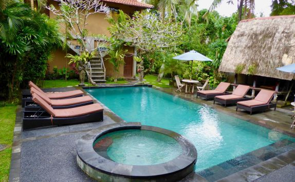 swimming pool di Wenara Bali Bungalow