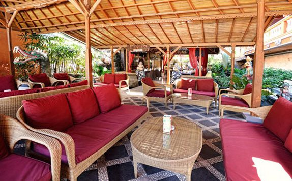 Lounge and Bar di Wina Holiday Villa