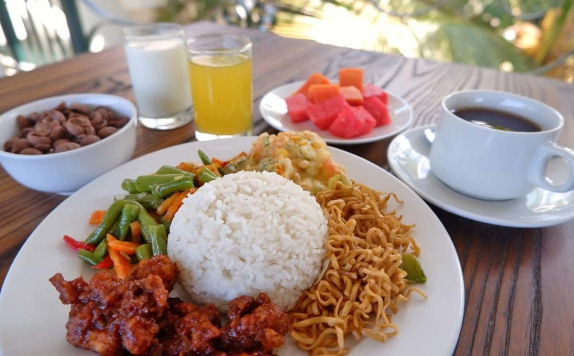 Food and Beverages di Winotosastro Inn