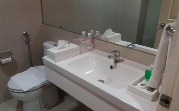 Bathroom di Wisma Chandra