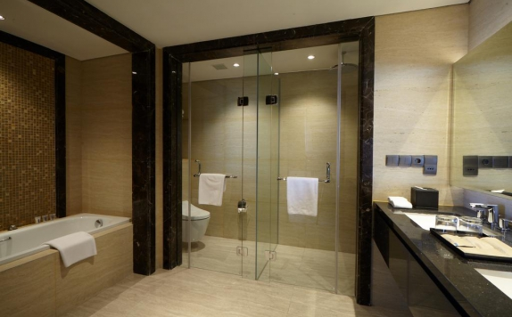 Bathroom di Wyndham Opi Palembang