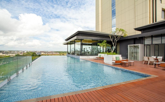 Swimming Pool di Wyndham Opi Palembang
