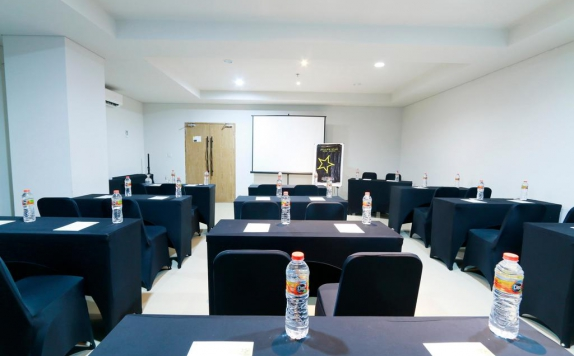 Meeting room di Yellow Star Gejayan