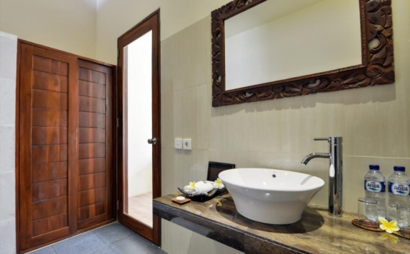 Bathroom di Yoga Ubud Villas
