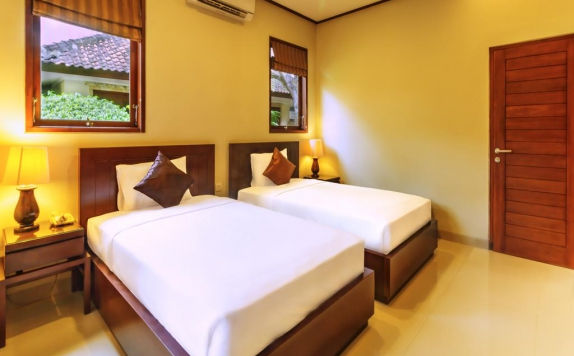 Bedroom di Yulia Beach Inn Kuta