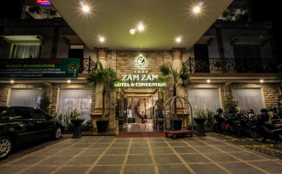 Front view di Zamzam Hotel and Resort