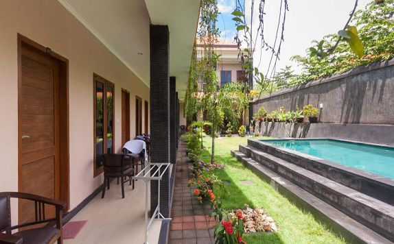 Outdoor Pool di ZEN Rooms Bukit Jimbaran Buana