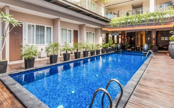 Swimming Pool di ZEN Rooms Kuta Kubu Anyar 1