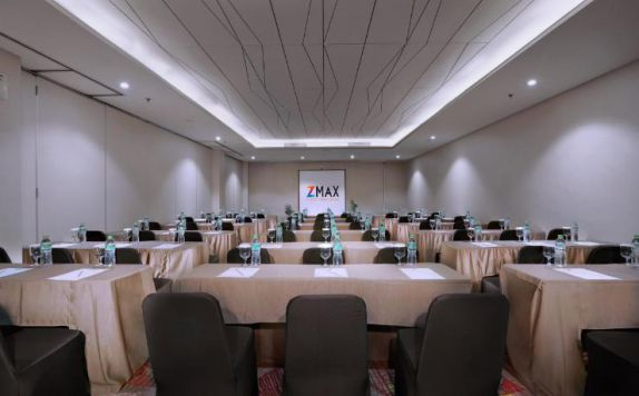 Meeting Room di Dmax Hotel & Convention
